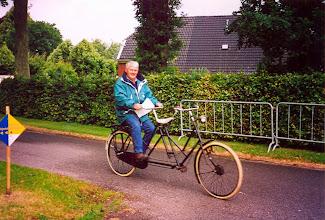 Photo: Klaas Woltman op een fiets van Tinus Hofsteenge