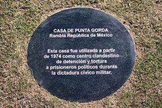 """Photo: Marcas de la Memoria (12) Casa de Punta Gorda, """"Infierno Chico"""". Centro Clandestino de Detención y Tortura. Rambla México 5515 (próximo a plaza Virgilio). Placa conmemorativa."""