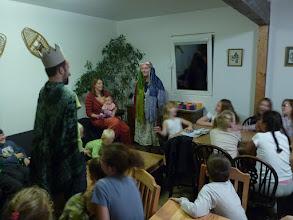 Photo: Večer jsme se seznámili s místní princeznou Mařebylou. Tady ještě vítá tatínka s úsměvem