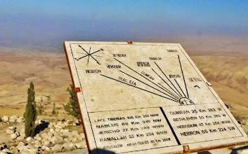 Photo: Der Blick vom Berg Nebo ins Jordantal, wie ihn Moses gehabt haben mag.