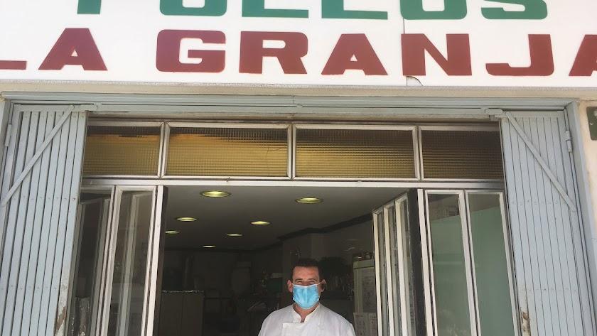 Miguel Angel  Montoya, propietario de Pollos La Granja.