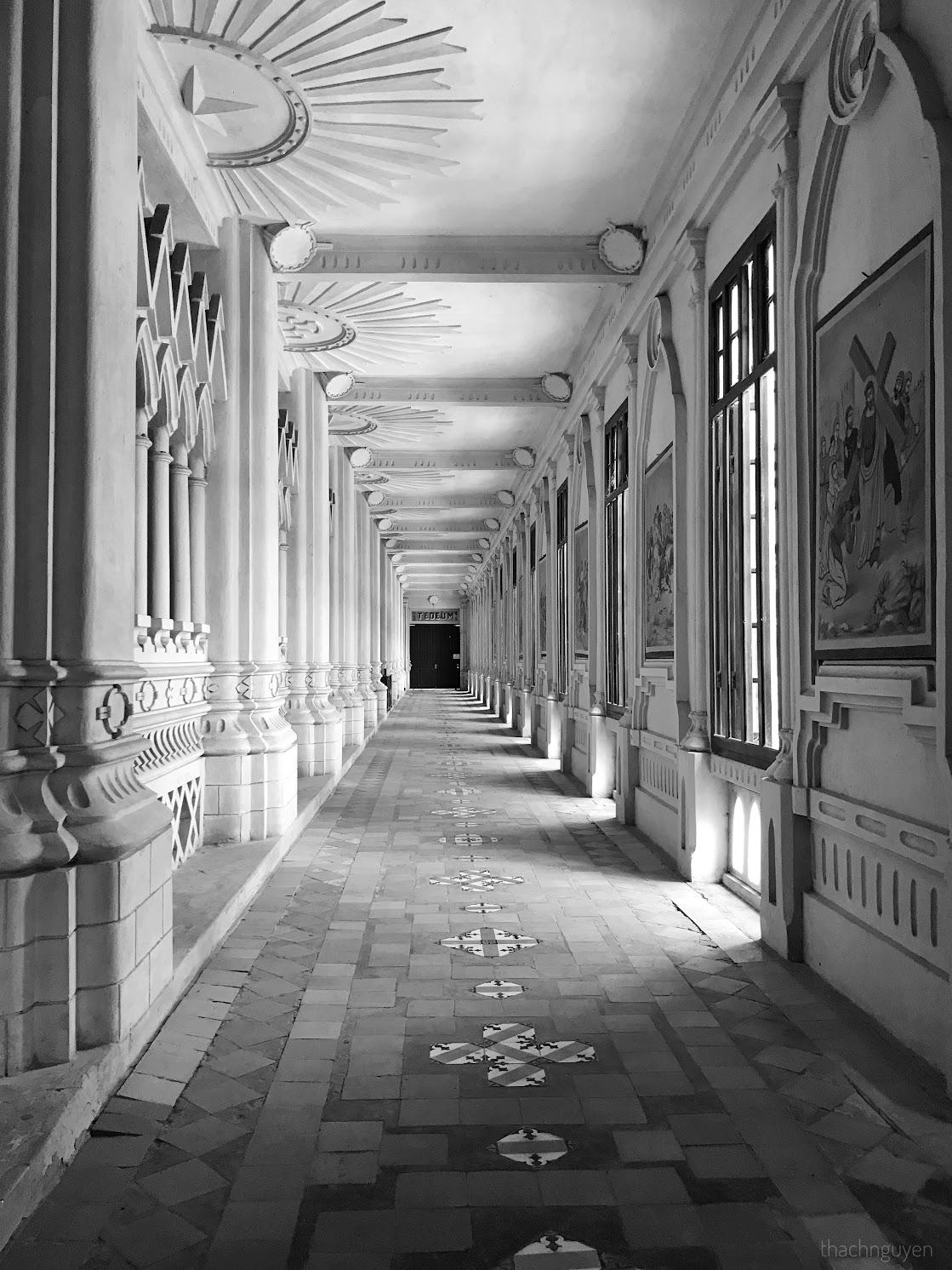 hành lang tầng 1 đan viện