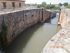 Photo: Ecluse sur le canal de Castille (14m de dénivelée)