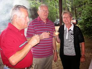 Photo: Unser Ehrenmittglied Ella Sparr mit Kurt und Sepp Stalder beim Probetrinken!