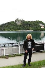 Photo: Arcon na tle jeziora i zamku