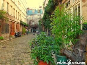 Photo: Jouer à découvrir les rues cachées (passage Lhomme) - e-guide de balade à vélo dans Paris de Notre-Dame à Bercy-Village