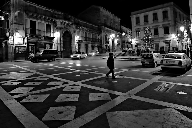 La piazza del paese di Carmelo Vecchio