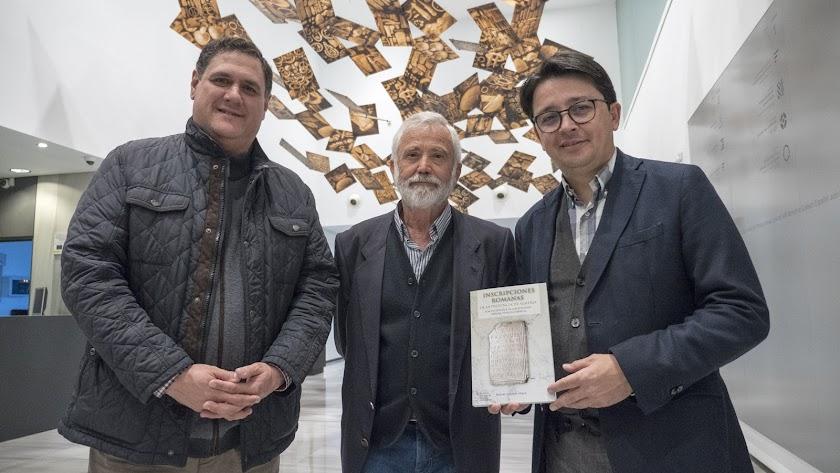 Manuel Guzmán, Rafael Lázaro Pérez y Paco Alonso en la presentación del libro.