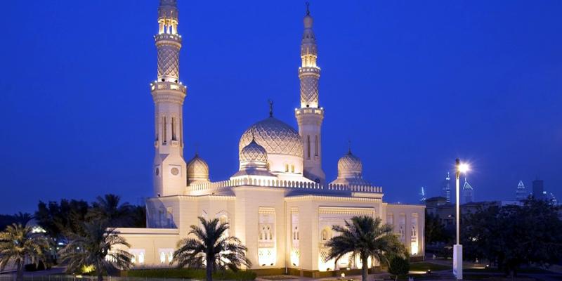 """Bên trong nhà thờ này là cả một thế giới về lịch sử, văn hóa Hồi giáo. Với những ai say mê văn hóa Ả Rập thì đây chính là nơi họ cần đến. Ngoài ra, nhà thờ này cũng là địa điểm lí tưởng nếu bạn cần một bầu không khí thanh tịnh để """"chạy trốn"""". (Ảnh: Internet)"""