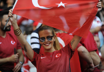 🎥 Le geste fou de Özdemir, pied au visage !