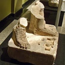 Photo: Burdur, Sokkel getekend Glykon, uit het Nympheum van de Boven Agora in Sagalassos, 2de eeuw