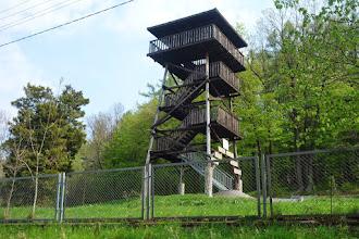 Photo: Dřevěná rozhledna v Wieszczyně se nachází v centrální části malého turistického města Wieszczyna, vedle ubytovny pro mládež. Ze zastřešené rozhledny je krásný pohled na Biskupskou kupu a okolí.