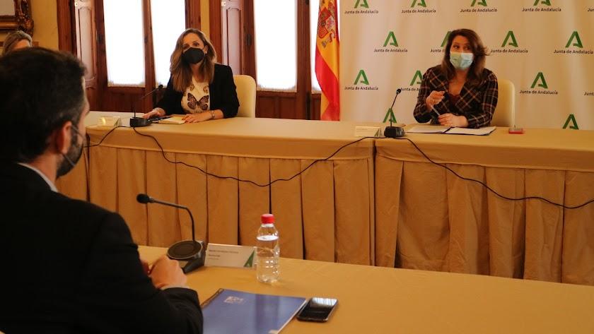 Fotografía de la reunión entre la Consejería de Agricultura y el Ayuntamiento de Almería.