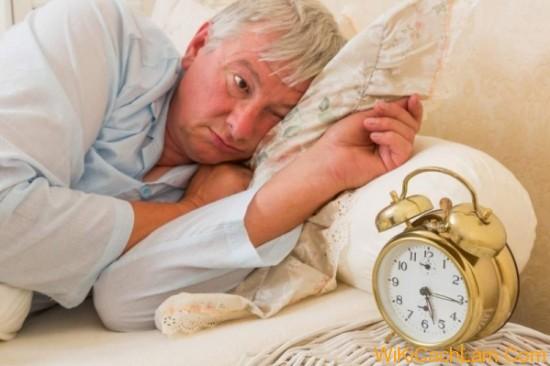 bệnh không ngủ được ở người già.jpg