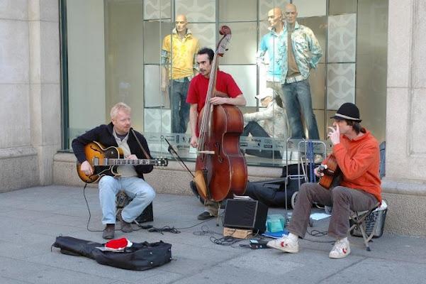 Musica in strada di amaletti