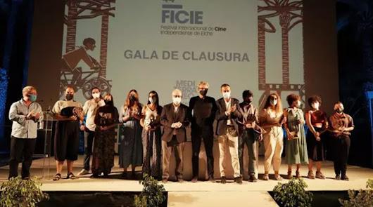 El Puche triunfa en el cine: premio para 'Farrucas' en Elche