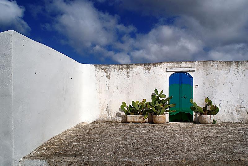 Oltre la porta l'azzurro di mariarosa-bc