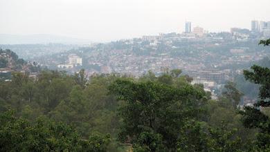 Photo: Monet Afrikan kaupungit ovat nykyisin jo hyvinkin samanlaisia kuin länsimaiset kaupungit