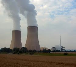 Photo: ...aber so etwas gibt´s hier auch, hier das Kernkraftwerk Grohnde