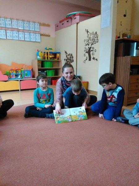 Mama Frania czyta Słoneczkom