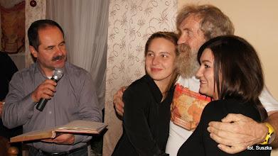 Photo: Andrzej odczytuje Olka wpis w naszej kronice klubowej