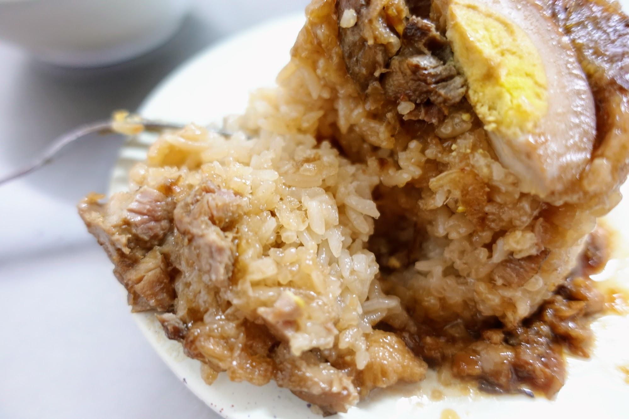 米粒是有一些調味,不會白白的沒味道,但如果重口味的人,可以另外加醬汁去提味喔!