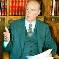 Photo: Κωνσταντίνος Γ. Καραμανλής (Πιθηκάνθρωπος, Κρόνιος-Nephilim, 1907-1998, Έλληνας πολιτικός ο οποίος διετέλεσε τέσσερις φορές Πρωθυπουργός της Γ' Ελληνικής Δημοκρατίας και δύο φορές Πρόεδρος της Ελληνικής Δημοκρατίας, ήταν μέλος των Γαλλικών Μυστικών Υπηρεσιών και επέστρεψε στην Ελλάδα με την ίδια πτήση, μαζί με τα στελέχη της τρομοκρατικής ομάδας 17 Νοέμβρη τον Ιούλιο του 1974, παρατηρήστε τα φρύδια του πιθηκανθρώπου που είναι παραφυσικά)
