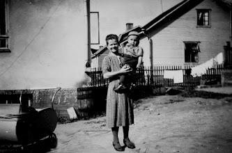 Photo: 1947 Ida Ukkonen ja Erkki Arvaja