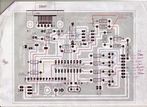 """Photo: Sur les conseils de Patrick F1EBK j'ai placé deux condensateurs de 100 nanofarads(coté circuit imprimé) aux points de soudure des résistances R4 et R3 et la masse ceci correspond aux pistes arrivant aux pattes 2 et 3 du LTC1298 ceci évite le sautillement rapide des chiffres """"unité"""" de l'afficheur AZ et EL pour une meilleur lecture"""
