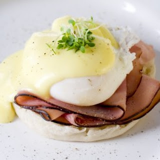 Eggs Benedict with Easy Hollandaise Recipe
