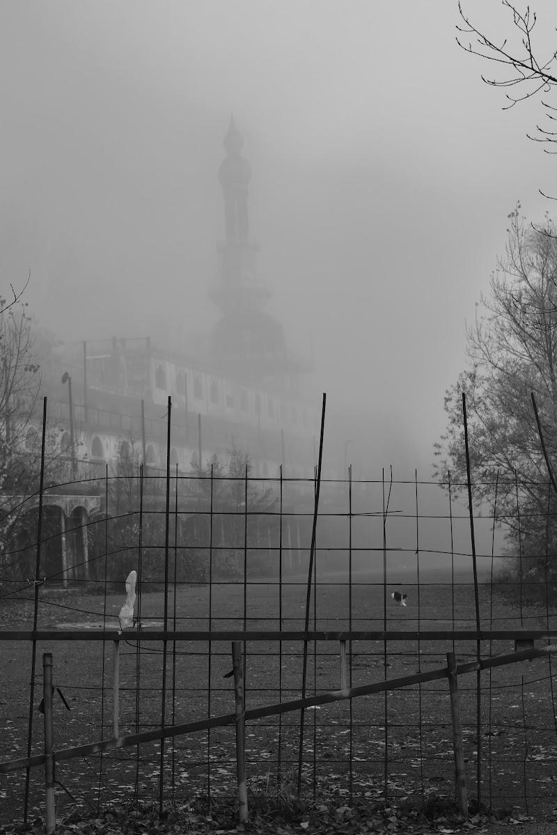 consonno - ghosts in fog di samu19