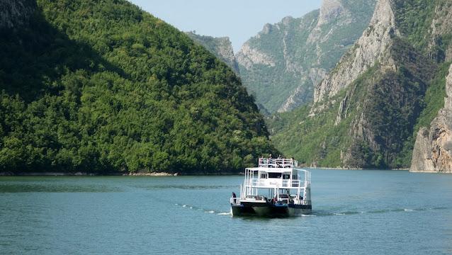 A Komani tó
