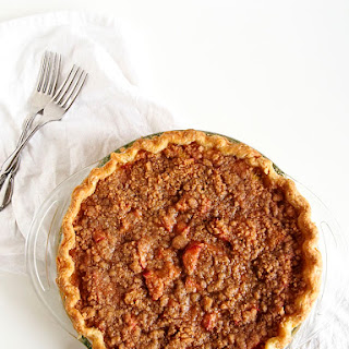 Rhubarb Sour Cream Crumble Pie