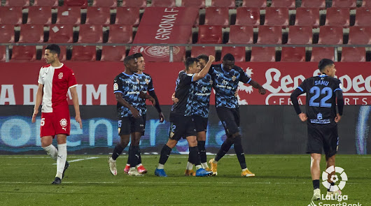 Celebración del gol del Almería, que tuvo que ser aprobado por el VAR.
