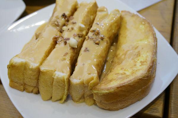 『找餐Tainan』~小巷弄早午餐 法式吐司好厲害,漢堡疊疊樂堆高高吃好飽。