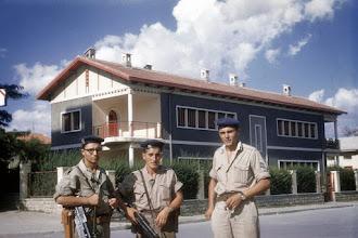 Photo: CRALAT 674 -  Patrouille à la gare de Sétif - 1958 - Gilles Mengual à gauche