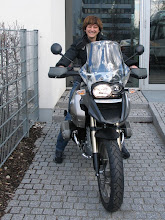 Photo: Stolz und aufgeregt: Anne holt ihre brandneue Freundin Resi ab. [Foto: Elo Linsenmann]