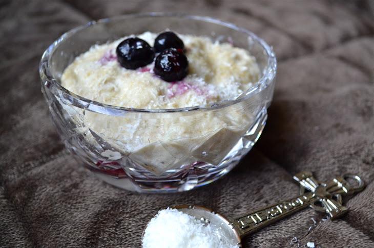 """Coconut Breakfast Porridge [low carb """"oatmeal""""]"""
