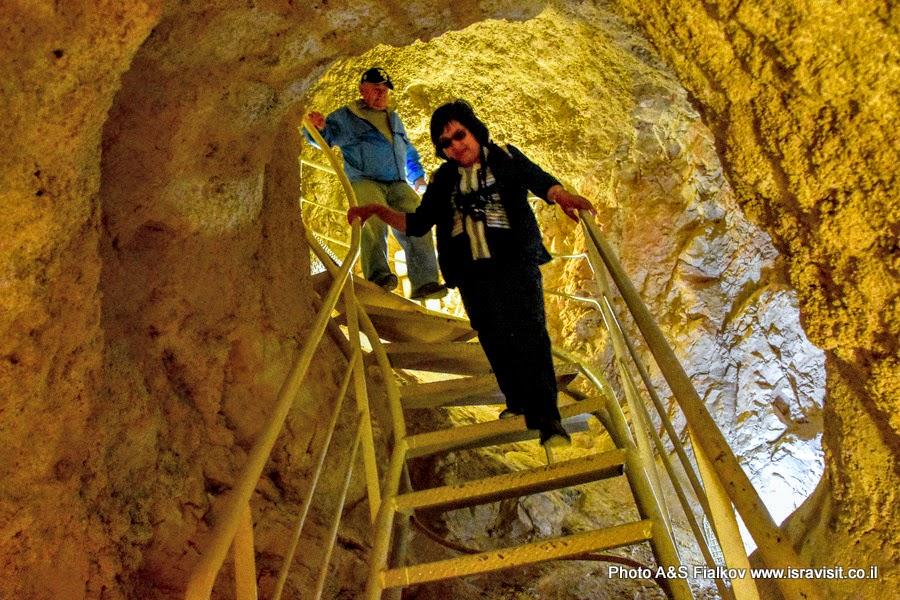 Спуск в подземелья крепости Иродион. Экскурсия в Израиле Светланы Фиалковой.