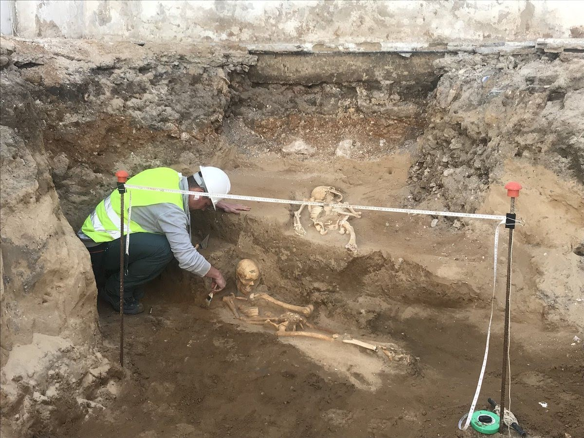 Mysterious Roman skeletons found in unmarked graves
