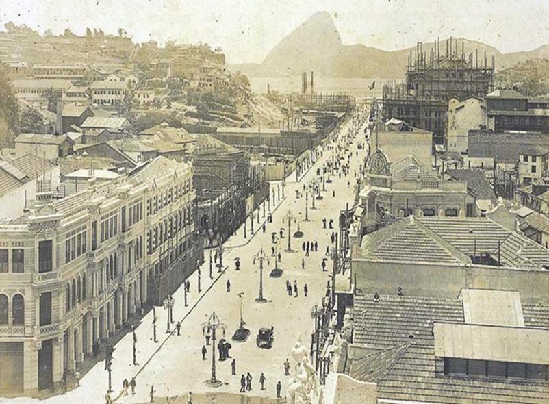 Fotografia com as mudanças realizadas na cidade do Rio de Janeiro através da reforma urbana.