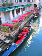 Photo: Isommissa hotelleissa ja ravintoloissa oli sisäänkäynnit sekä kanavan että kadun puolelta