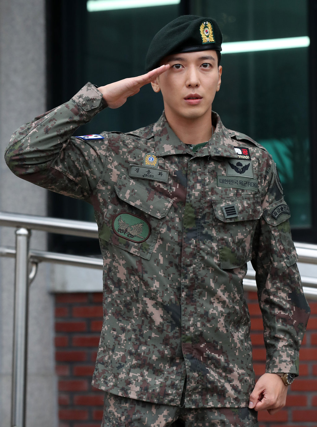jung yonghwa twice army 1