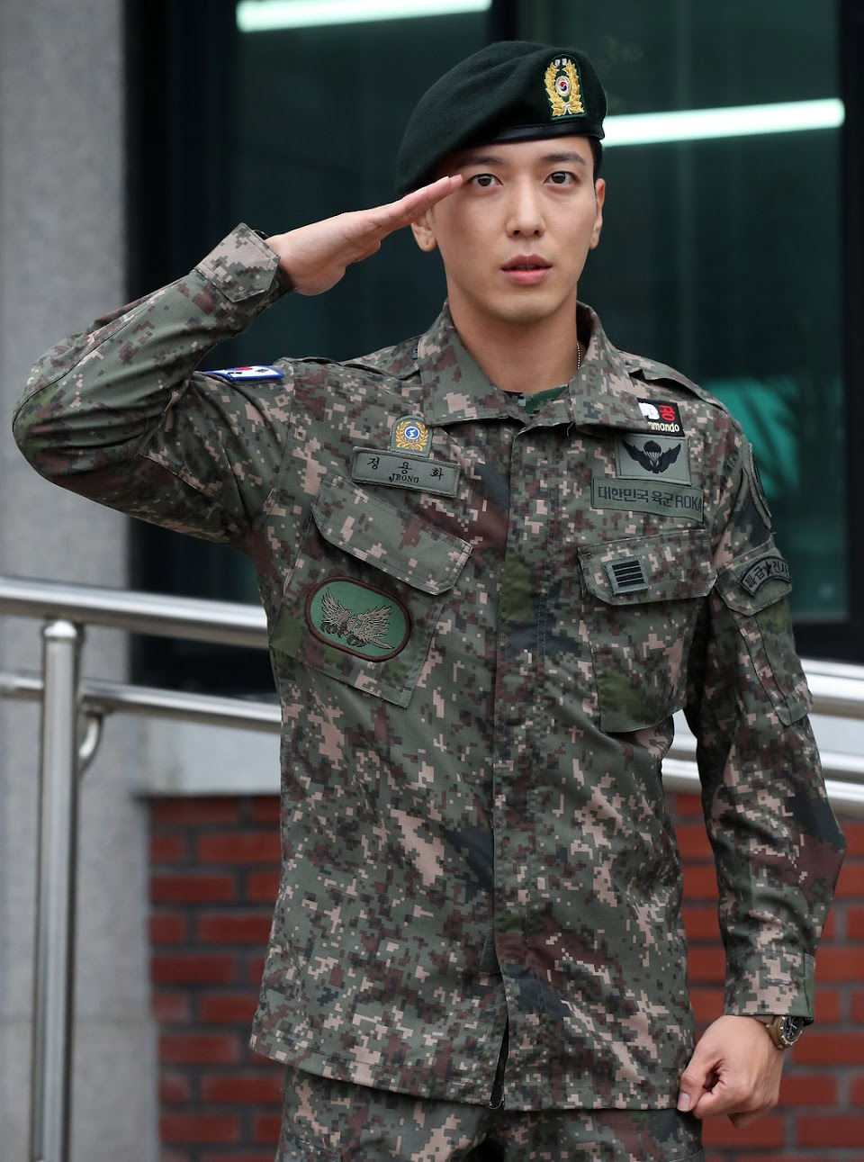 jung yonghwa twice army 1