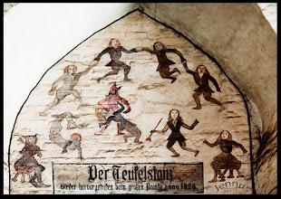 """Photo: Teufelstanz, Veitstanz, Tanzwut (Chorea Huntington?)  Im Mittelalter kannte man die Krankheit """"Huntington's disease (HD)"""" noch nicht. Die Menschen glaubten an ein Werk des Teufels."""