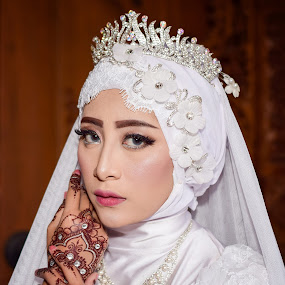 Hijab Queen by Achmad Sutanto - People Portraits of Women ( #beauty, #queen, #hijab )