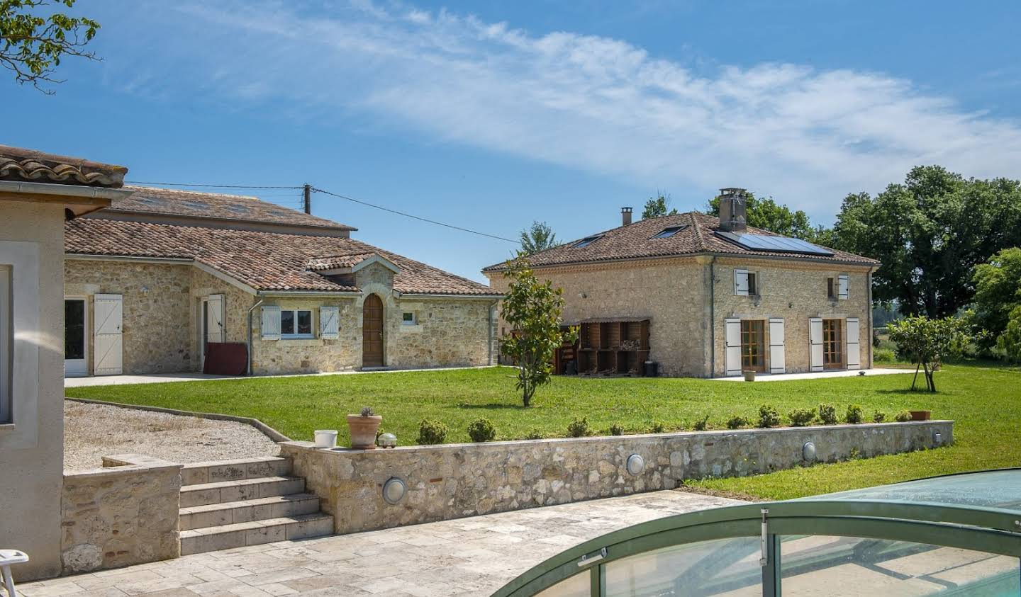 Property with pool Saint-Clar