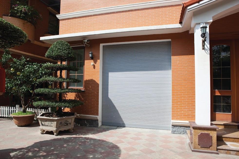 Cửa cuốn khe thoáng Eurowindow lắp đặt tại biệt thự KĐT Nghĩa Đô (Hà Nội)
