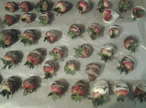 Super Quick And Easy Chocolate Covered Strawberries