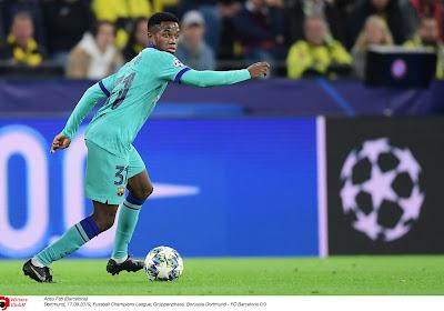 Denilson met le holà autour d'un joueur du Barça